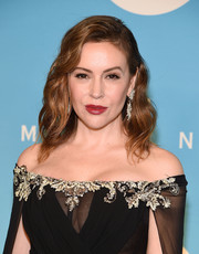 Alyssa Milano wore a sweet and glam wavy hairstyle at the 2018 UNICEF Snowflake Ball.