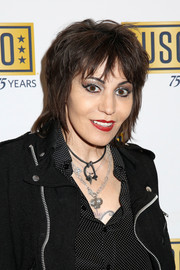 Joan Jett rocked a layered razor cut at the USO 75th Anniversary Armed Forces Gala.