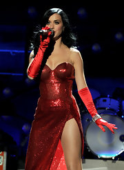 Katy wears long satin gloves to complete her Jessica Rabbit performance ensemble.