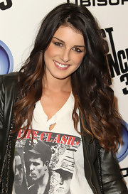 Shenae Grimes wore her lovely locks casually tousled at the Ubisoft Just Dance 3 launch party. Her soft waves added a touch of femininity to the edgy outfit.