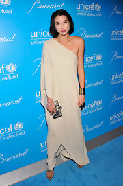 Lily looked exquisite in this eggshell draped Grecian gown at the UNICEF Snowflake Ball.