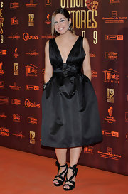 Leire Martinez stepped out at the Union de Actores Awards in a lovely cocktail dress with a sexy plunging neckline.