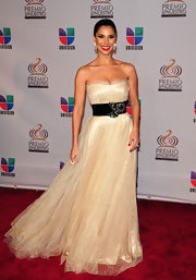 Attending the 2011 Univision Premio Lo Nuestro a La Musica Latina Awards, Roselyn looked like the belle of the ball in her breathtaking belted gown.