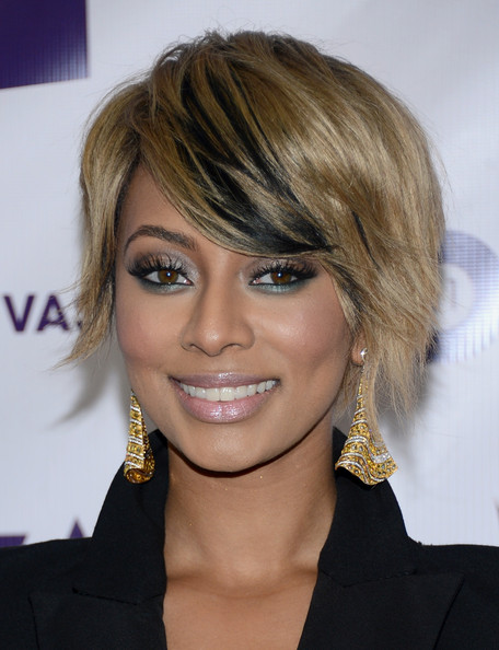 Raven-hued lowlights added a point of interest to Keri's chic choppy crop.