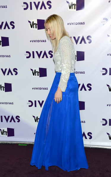 More Pics of Natasha Bedingfield Long Skirt (5 of 9) - Natasha Bedingfield Lookbook - StyleBistro