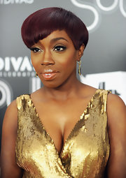 Estelle wore her adorable short crop with cool asymmetrical bangs at VH1 Divas Celebrates Soul.