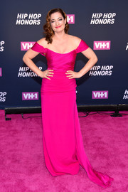 Laura Michelle Kelly stood out in her fuchsia off-the-shoulder gown during the VH1 Hip Hop Honors.