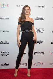 Bianca Balti teamed her top with a pair of high-waisted, collared skinny pants.