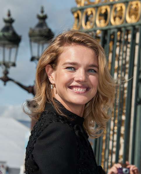 More Pics of Natalia Vodianova Bright Eyeshadow (1 of 14) - Natalia Vodianova Lookbook - StyleBistro