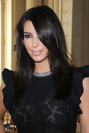 Kim Kardashian swept her hair to the side to show off her shortened 'do.