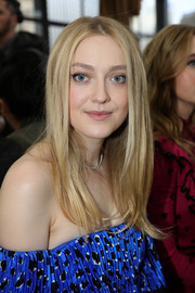 Dakota Fanning sported a face-framing layered cut at the Valentino Fall 2018 show.