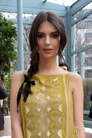 Emily Ratajkowski looked oh-so-pretty with her loose side braid at the Valentino fashion show.