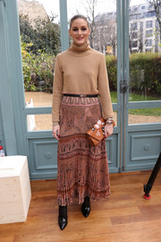 Olivia Palermo pulled her look together with a printed clutch, also by Valentino.
