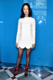 Nicole Warne looked darling in a scalloped LWD at the Valentino fashion show.