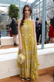 Emily Ratajkowski complemented her dress with a yellow mink purse, also by Valentino.