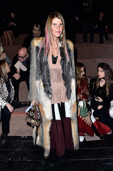 Anna dello Russo completed her outfit with an embroidered chain-strap bag by Valentino.