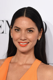 Olivia Munn gave her natural beauty look a punchy finish with orange lipstick.