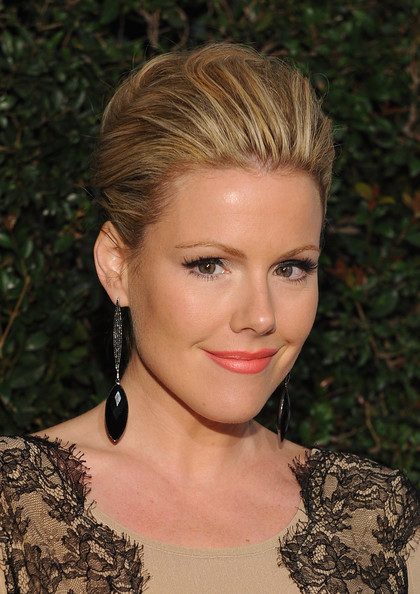 Kathleen Robertson attended the 'Vanity Fair' and Juicy Couture Vanities 20th Anniversary Party wearing a pretty pearlescent coral lipstick.