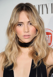 Suki Waterhouse attended the Fiat Young Hollywood celebration wearing center-parted waves that had a 70s'-chic feel.