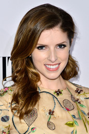 Anna Kendrick wore her hair down with bouncy waves during the Vanity Fair Campaign Hollywood kickoff.