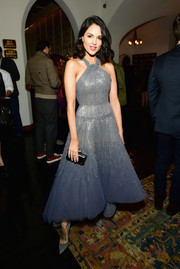 Eiza Gonzalez paired her lovely dress with gray suede pumps.