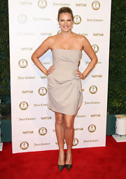 Vinessa Shaw kept it simple in this strapless ecru cocktail dress for the Vanity Fair anniversary party.