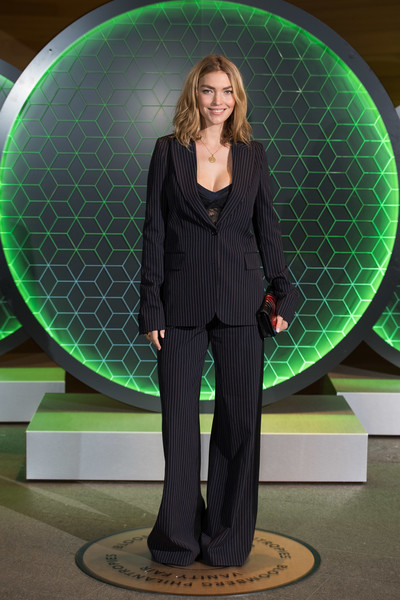 Arizona Muse kept it simple in a pinstriped pantsuit at the Vanity Fair x Bloomberg climate change dinner.