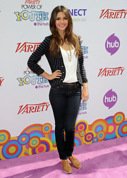 Actress Victoria Justice wore a pair of 910 skinny leg jeans in ink while attending Variety's 2010 Power of Youth event.