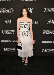 Mackenzie Foy completed her elegant ensemble with strappy black sandals by Roger Vivier.