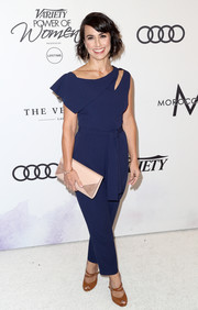 Constance Zimmer added a bright spot with a nude envelope clutch.