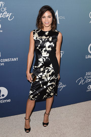 Jenna Dewan-Tatum paired her dress with simple black peep-toe heels by Jimmy Choo.