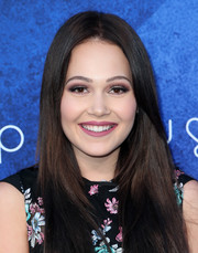 Kelli Berglund went for a bold beauty look with smoky eye makeup.
