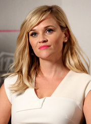 Reese Witherspoon brightened up her look with a sweet pink lip.