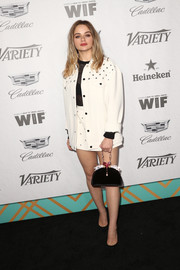 Joey King went for elegant styling with a black velvet purse by Ming Ray.