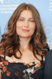 Laetitia wore her chocolate tresses down in soft shoulder-caressing waves.