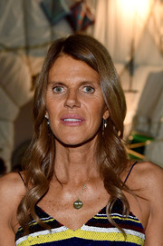 Anna dello Russo styled her hair with lovely, sculpted waves for the Versace fashion show.