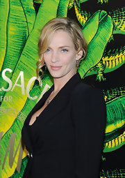 Uma Thurman wore her hair in a lovely classic bun with face-framing tendrils at the Versace for H&M fashion event.