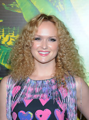 Kaylee Defer wore her hair in a lovely mass of spiral curls at the Versace for H&M fashion event.