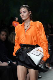 Grace Elizabeth walked the Versace Spring 2020 show carrying an oversized white leather clutch.