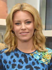 Elizabeth Banks' soft nude lips looked super fresh and natural!