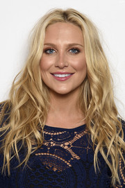 Stephanie Pratt styled her long blonde locks with piecey waves for the Very.co.uk Summertime Party.