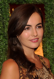 Camilla Belle looked lovely and fresh at the Veuve Clicquot Polo Classic. Her shiny auburn tresses looked ultra feminine with side-swept bangs and subtle waves.