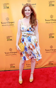 Isla looks sweet and summery in a floral print dress on the red carpet.