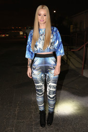Iggy Azalea played up her shapely hips in a pair of printed leggings, also by Falguni and Shane Peacock.