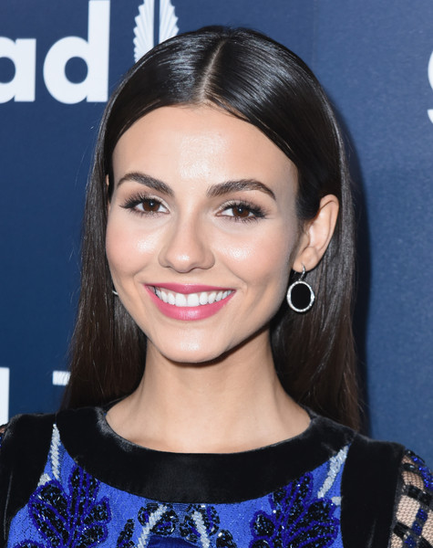 Victoria Justice Long Straight Cut [hair,face,hairstyle,eyebrow,lip,beauty,chin,black hair,forehead,long hair,cocktails,victoria justice,glaad media awards,red carpet,la,beverly hills,california,the beverly hilton hotel]