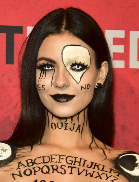Victoria Justice Dark Lipstick [face,hair,eyebrow,cheek,head,nose,forehead,chin,lip,hairstyle,jared,victoria justice,los angeles,california,halloween party,just jared,goya studios,annual halloween party]