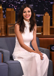 Victoria Justice's blue mani added a cool pop of color to her all-white outfit.