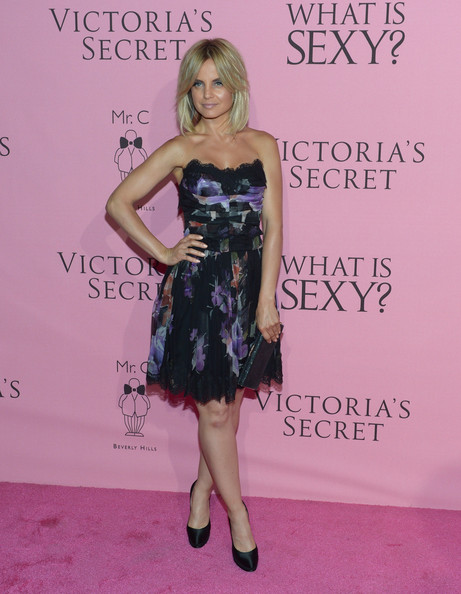 More Pics of Mena Suvari Medium Straight Cut with Bangs (2 of 8) - Mena Suvari Lookbook - StyleBistro