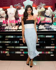 Sara Sampaio paired her dress with on-trend black PVC pumps.