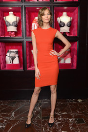 Karlie Kloss teamed her dress with a pair of vintage-glam black peep-toe pumps with gold T-straps.